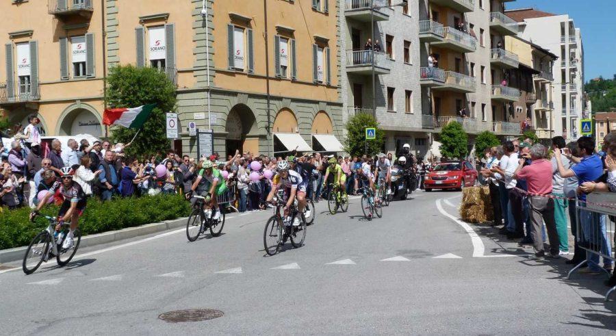 Arrivo a Canale per la terza tappa del Giro d'Italia