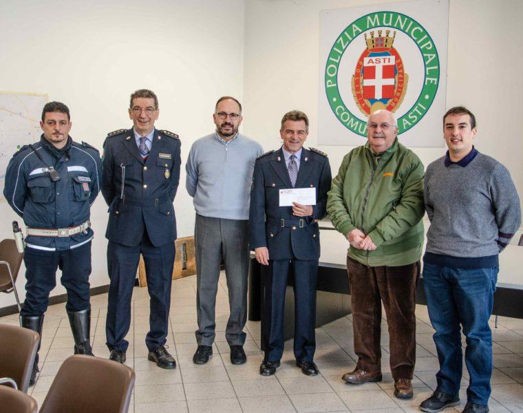 Asti, la Polizia municipale aiuta l'associazione Astro
