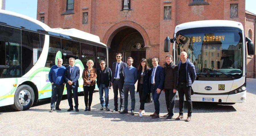 Alba, due nuovi autobus elettrici per il trasporto pubblico