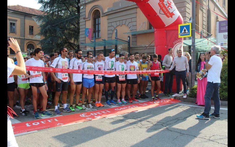 Alba, tanti partecipanti al via di Corri sotto le torri