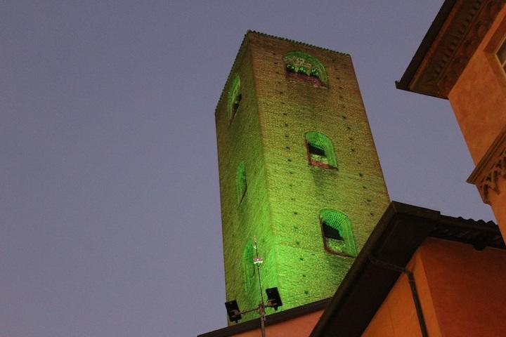 Alba, torri illuminate di verde per la giornata delle persone scomparse