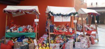 Asti, mercatino natalizio delle scuole all'ospedale per solidarietà