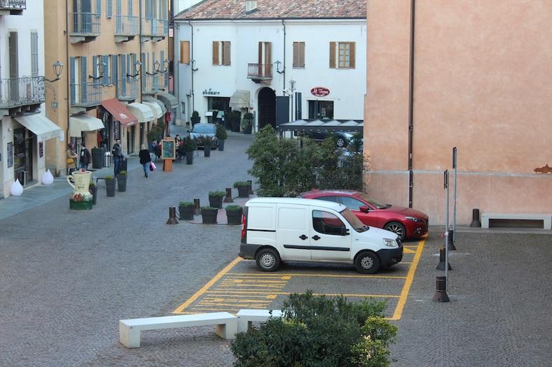 Alba, nuovi stalli di sosta per il servizio di noleggio auto con conducente
