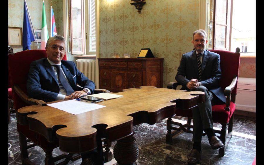 Alba, incontro fra il sindaco Bo e Francesco Cappello vicepresidente Fondazione Crc sull'offerta di Intesa San Paolo su Ubi Banca