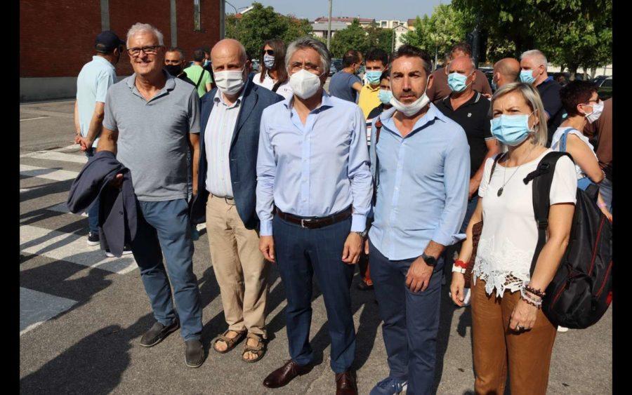 Alba, annunciata la chiusura della Stamperia di Govone della Miroglio. Presidio dei lavoratori