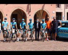 Alba, visita in Comune dell'Astana Pro team di ciclismo