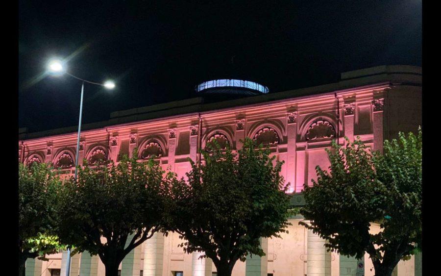 Bra, il Politeama in rosa nel mese dedicato alla lotta ai tumori al seno
