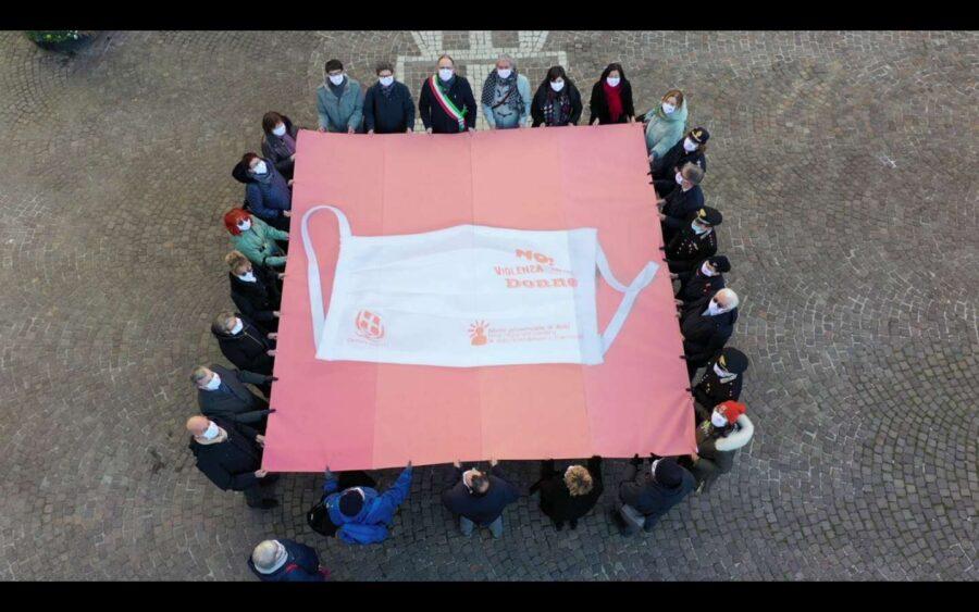 Asti, consegnati i kit per le donne vittime di violenza