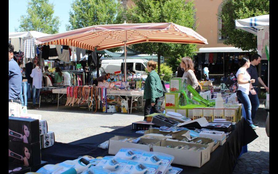 Alba, il mercato ambulante non alimentare torna nel cuore del centro storico