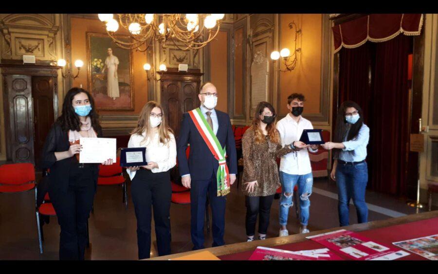 """Asti, premiati i giovani partecipanti al concorso """"Una donna mille volti"""""""