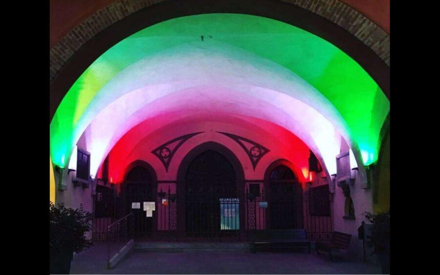 Alba, in centro i colori della bandiera italiana per i 160 anni dell'Unità