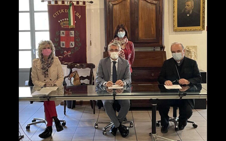 Alba, accordo fra Comune, Diocesi e Consorzio socio assistenziale per l'Emporio della solidarietà