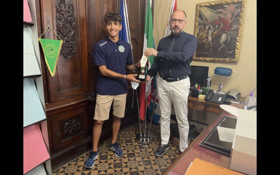 Asti, in Comune ricevuto il Campione di tiro di campagna l'astigiano Simone Dezani