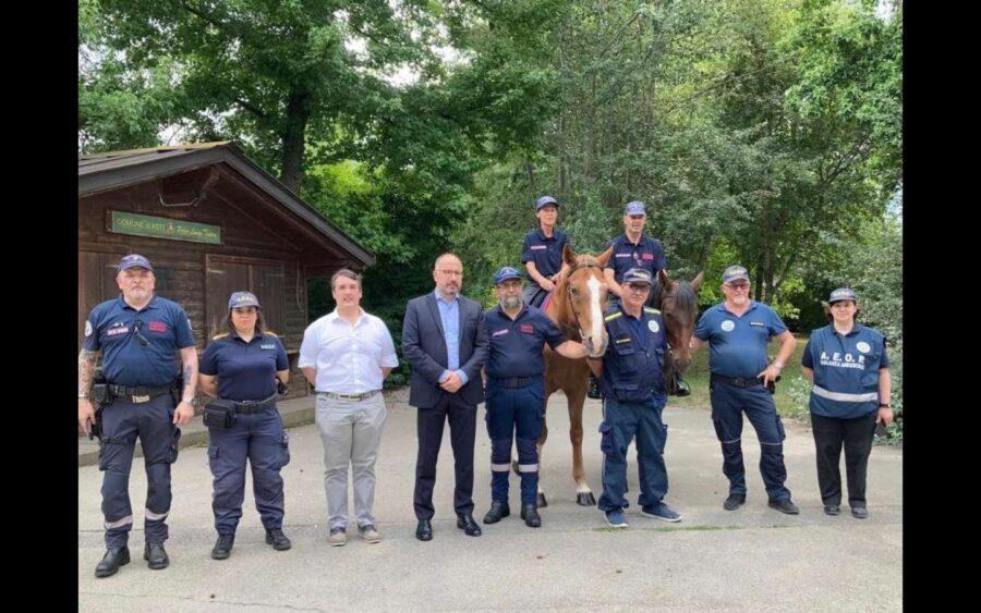 Asti, con i volontari dell'Associazione Carabinieri controlli a cavallo nei parchi in estate