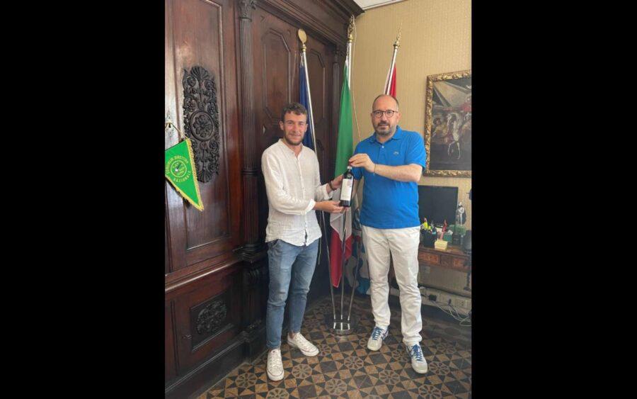 Asti, ricevuto in municipio Matteo Devecchi, l'ingegnere che progetta la conquista dello spazio