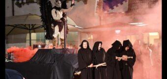 Alba, grande spettacolo con le rievocazioni storiche dei Borghi la sera prima del Palio